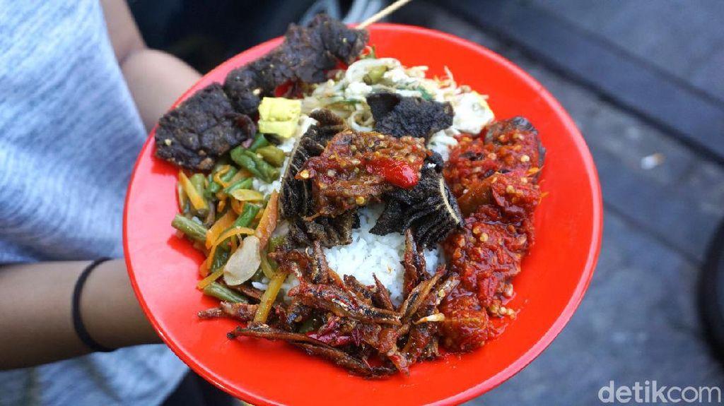 Raos Pisan! Makan Ayam dan Bandeng Prasmanan Murah di Gondangdia