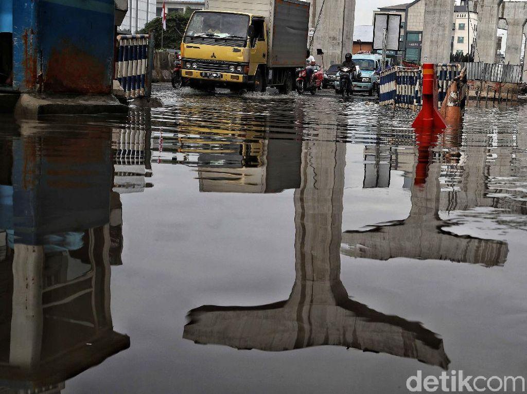 4 Ruas Jalan di Kelapa Gading Jakarta Utara Tergenang Siang Ini