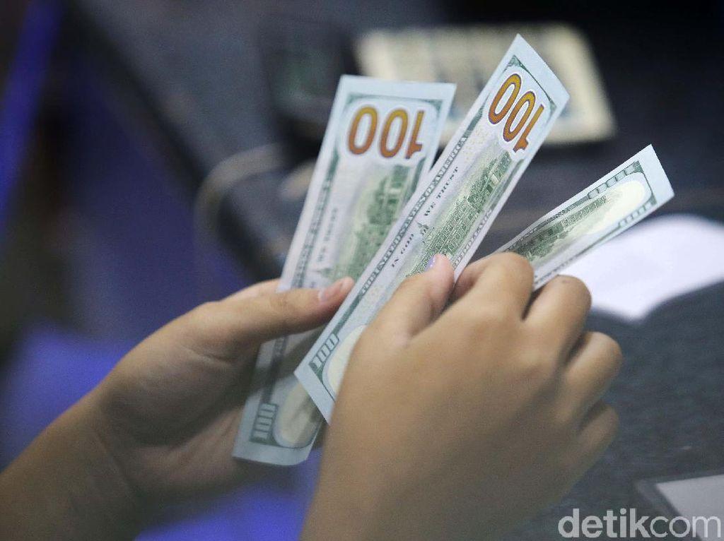 Dolar AS Tembus Rp 16.000, Krisis 1998 Terulang?
