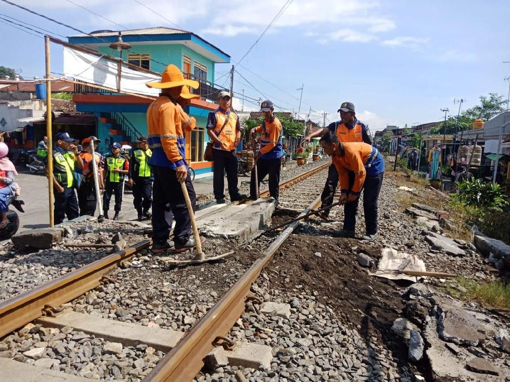 Kakak-Adik di Malang Tewas Tertabrak Kereta, Perlintasan Ini Ditutup