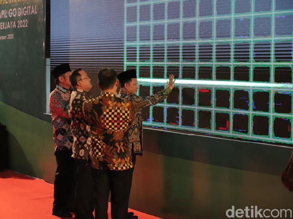 Mendagri Luncurkan Mesin Pencetak KTP-Akta Kelahiran Pertama di Sumatera
