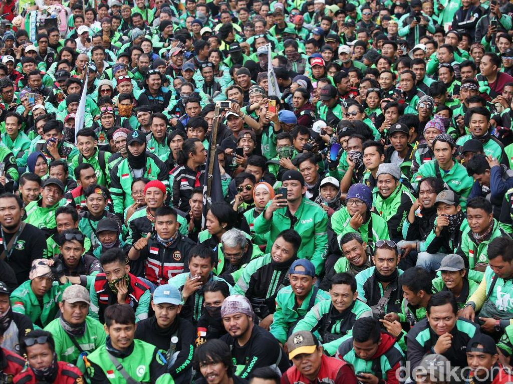 Massa Ojol Demo Lantaran Kecewa Dengan Omongan Anggota DPR