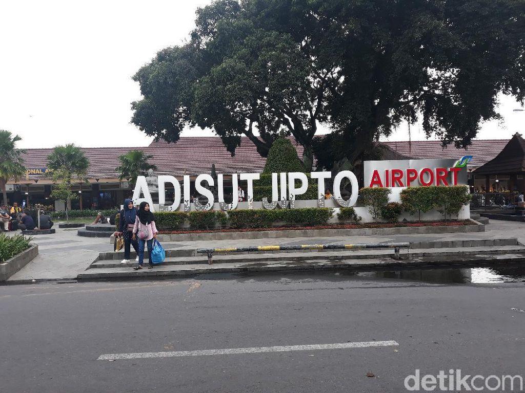Gunung Merapi Erupsi, Operasional Bandara Adisutjipto Normal