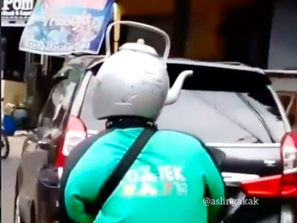 Helm Tabung Gas 3 Kg Sudah Biasa, Tren Terbaru Helm dari Teko Air
