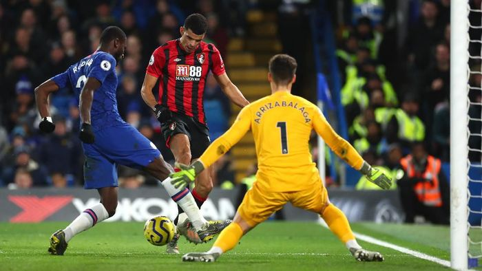 LONDON, ENGLAND - DECEMBER 14: Dominic Solanke of AFC Bournemouth shoots at goal during the Premier League match between Chelsea FC and AFC Bournemouth  at Stamford Bridge on December 14, 2019 in London, United Kingdom. (Photo by Clive Rose/Getty Images)