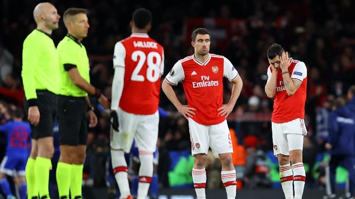 LONDON, ENGLAND - FEBRUARY 27: Granit Xhaka of Arsenal FC looks on dejected after his side concede their second goal during the UEFA Europa League round of 32 second leg match between Arsenal FC and Olympiacos FC at Emirates Stadium on February 27, 2020 in London, United Kingdom. (Photo by Julian Finney/Getty Images)