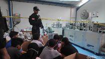 Video Polisi Gerebek Gudang Penimbun dan Pembuat Masker Ilegal