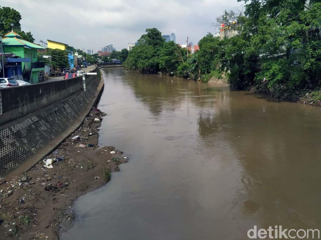 Pak Anies, Proyek Antibanjir di Ciliwung Kapan Lanjut Lagi?
