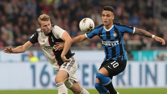 MILAN, ITALY - OCTOBER 06:  Lautaro Martinez of FC Internazionale is challenged by Matthijs de Ligt of Juventus during the Serie A match between FC Internazionale and Juventus at Stadio Giuseppe Meazza on October 6, 2019 in Milan, Italy.  (Photo by Emilio Andreoli/Getty Images)