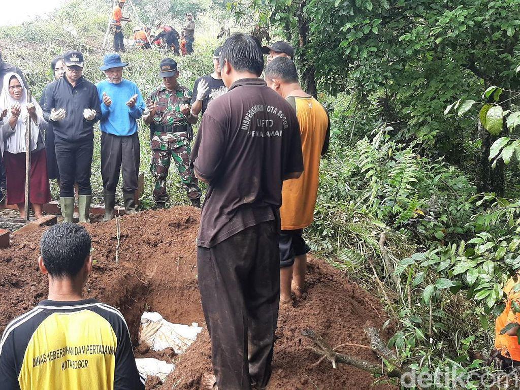 8 Jenazah Terdampak Longsor TPU Bogor Dikubur Dalam Satu Lubang