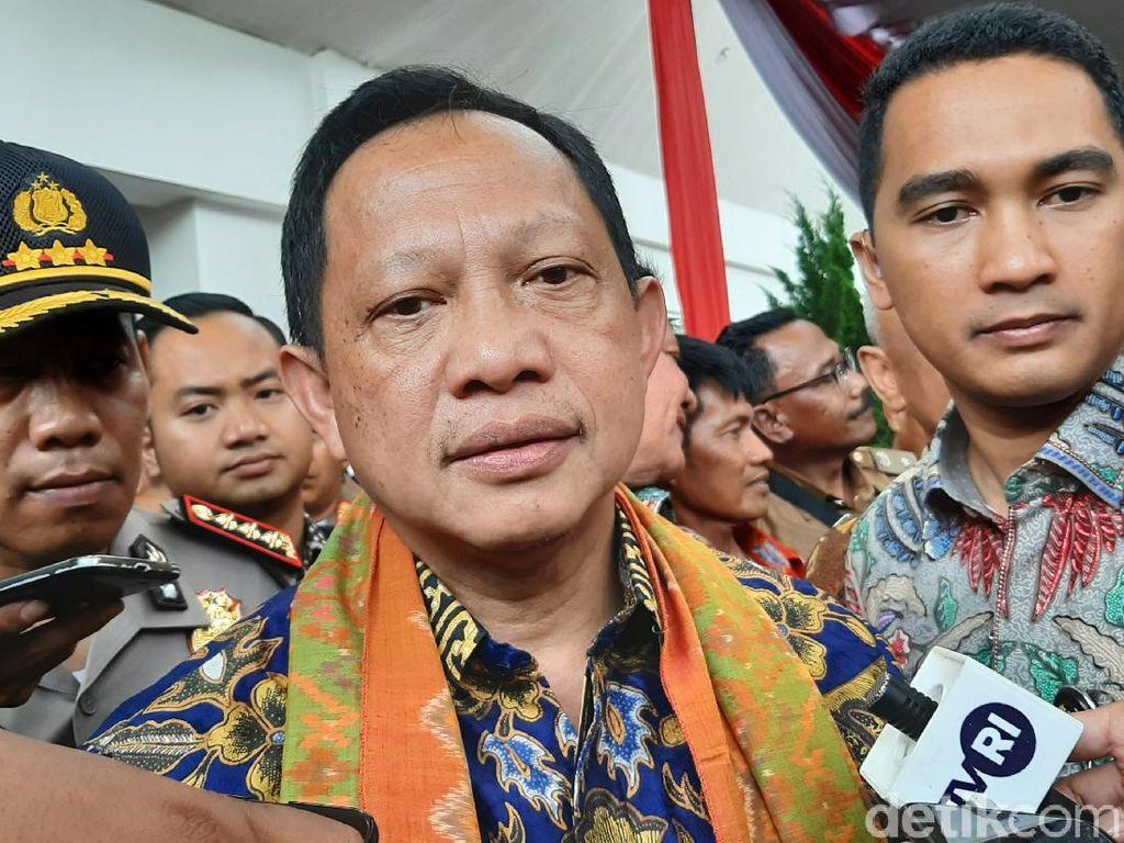 Tito ke Pemerintahan Daerah: Tunda Bepergian ke LN!