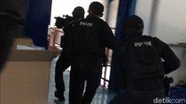 Detik-detik Penggerebekan Pabrik Masker Ilegal di Jakut