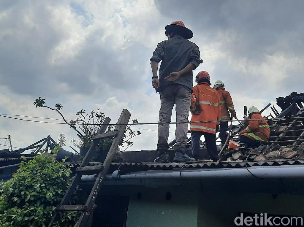 Asrama Korem di Surabaya Ludes Terbakar