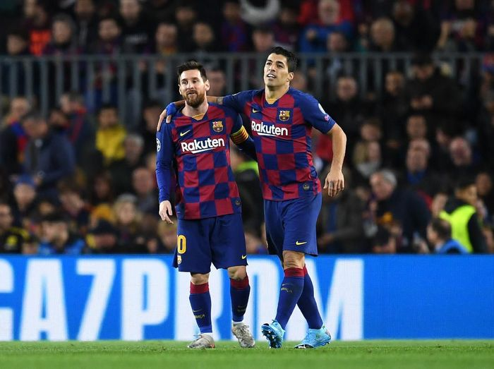 BARCELONA, SPAIN - NOVEMBER 27: Luis Suarez of FC Barcelona celebrates with teammate Lionel Messi after scoring his teams first goal during the UEFA Champions League group F match between FC Barcelona and Borussia Dortmund at Camp Nou on November 27, 2019 in Barcelona, Spain. (Photo by David Ramos/Getty Images)