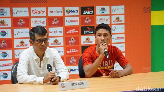 Pelatih Persik Kediri Joko Susilo usai lawan Persebaya, Sabtu (29/3).