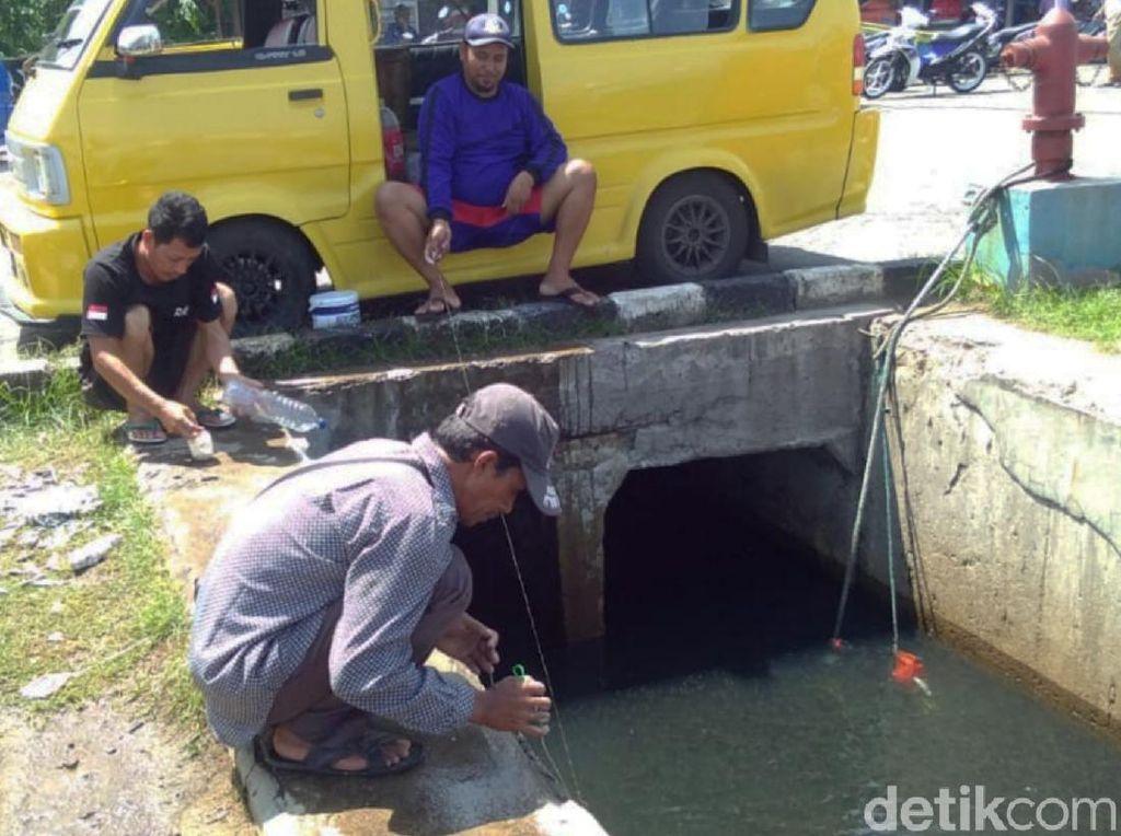 Cara Unik Memancing Ikan di Dermaga Palabuhanratu