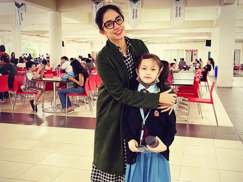 Keren! Putri Ussy Sulistiawaty Ikut Olimpiade Matematika Lagi