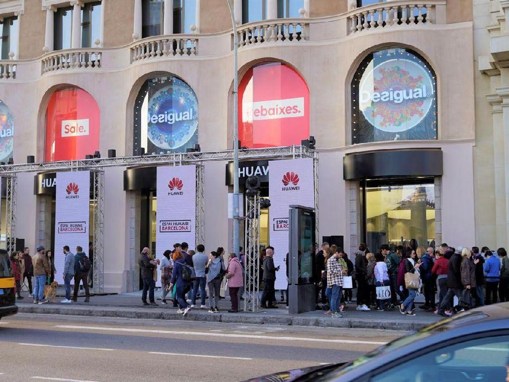 Huawei Buka Toko Sebelahan dengan Apple Store