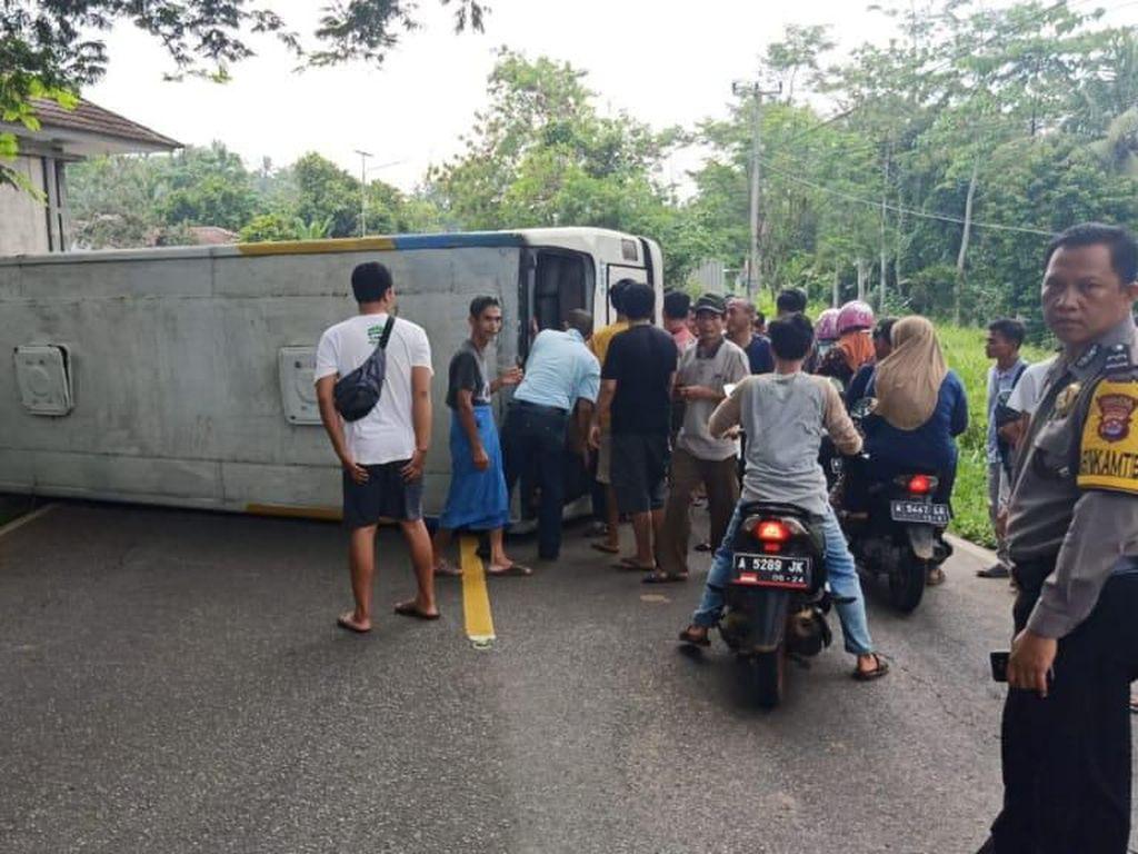 Bus Damri Kecelakaan di Pandeglang, 2 Orang Tewas