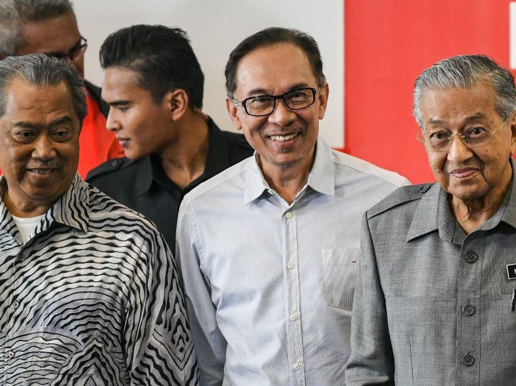 Anwar Ibrahim Kini Sadar Telah Ditipu Mahathir, Konsulat AS di China Ditutup