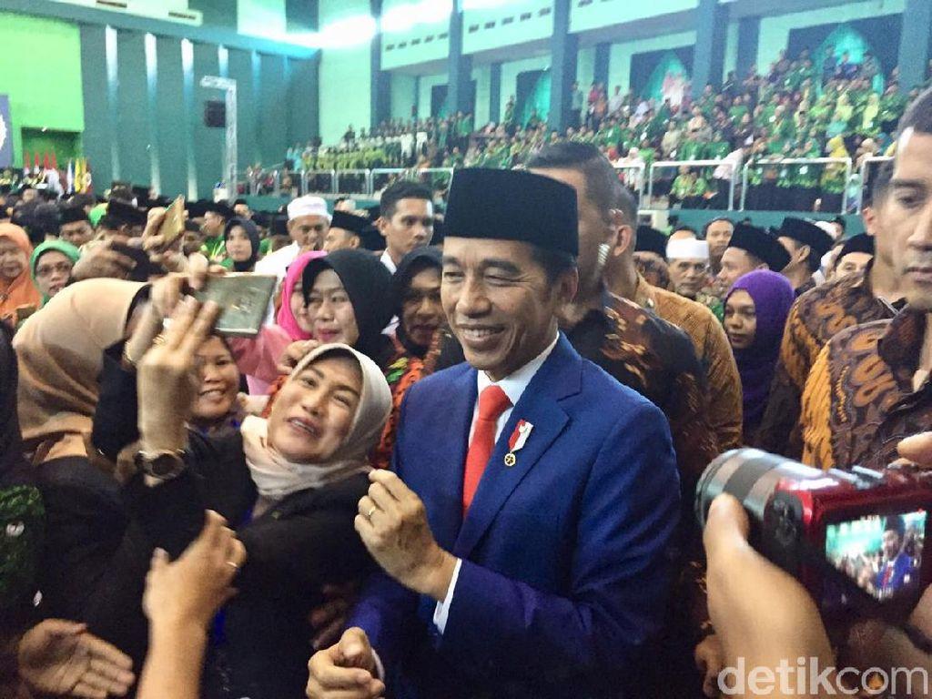 Jokowi Paparkan Kiprah Kiai Asep, Guru Besar Uinsa Bidang Sosiologi