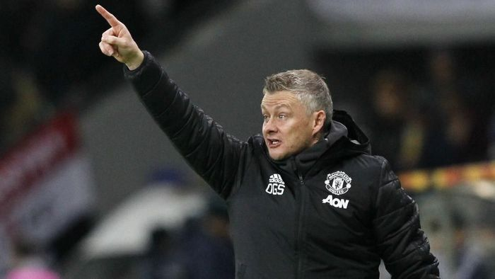 Manchester Uniteds manager Ole Gunnar Solskjaer gives instructions from the side line during the Europa League Group L soccer match between Astana and Manchester United in Astana, Kazakhstan, Thursday, Nov. 28, 2019. (AP Photo/Stas Filippov)