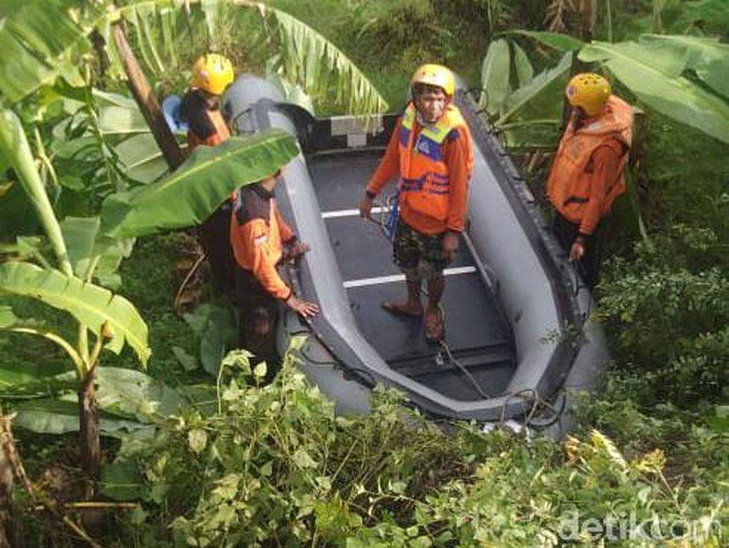 Tim SAR Sisir Sungai Brantas Cari 4 Korban Perahu Terbalik yang Hilang