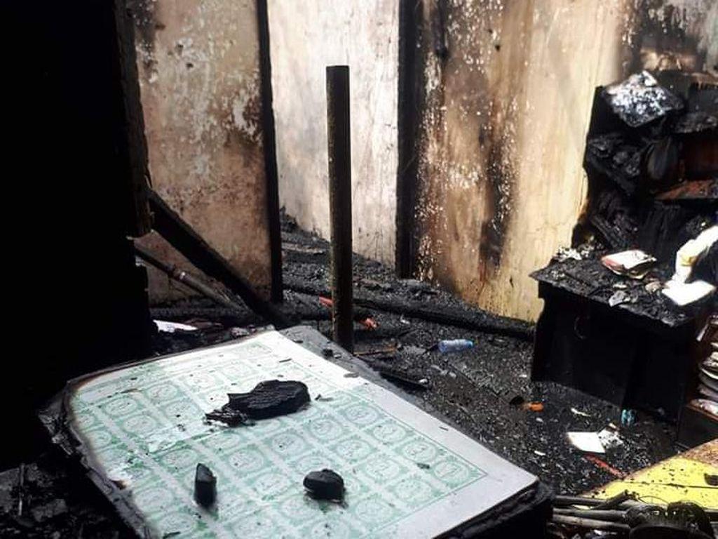 Masyaallah, Al-Quran Ini Tetap Utuh Saat Asrama Korem Ludes Terbakar