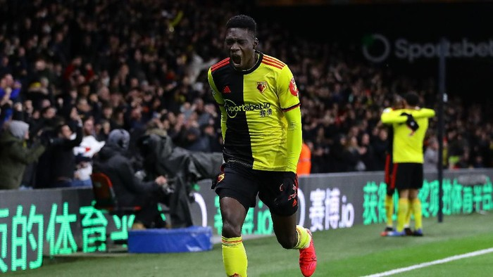 WATFORD, ENGLAND - FEBRUARY 29: Ismaila Sarr of Watford celebrates after scoring his teams first goal during the Premier League match between Watford FC and Liverpool FC at Vicarage Road on February 29, 2020 in Watford, United Kingdom. (Photo by Richard Heathcote/Getty Images)