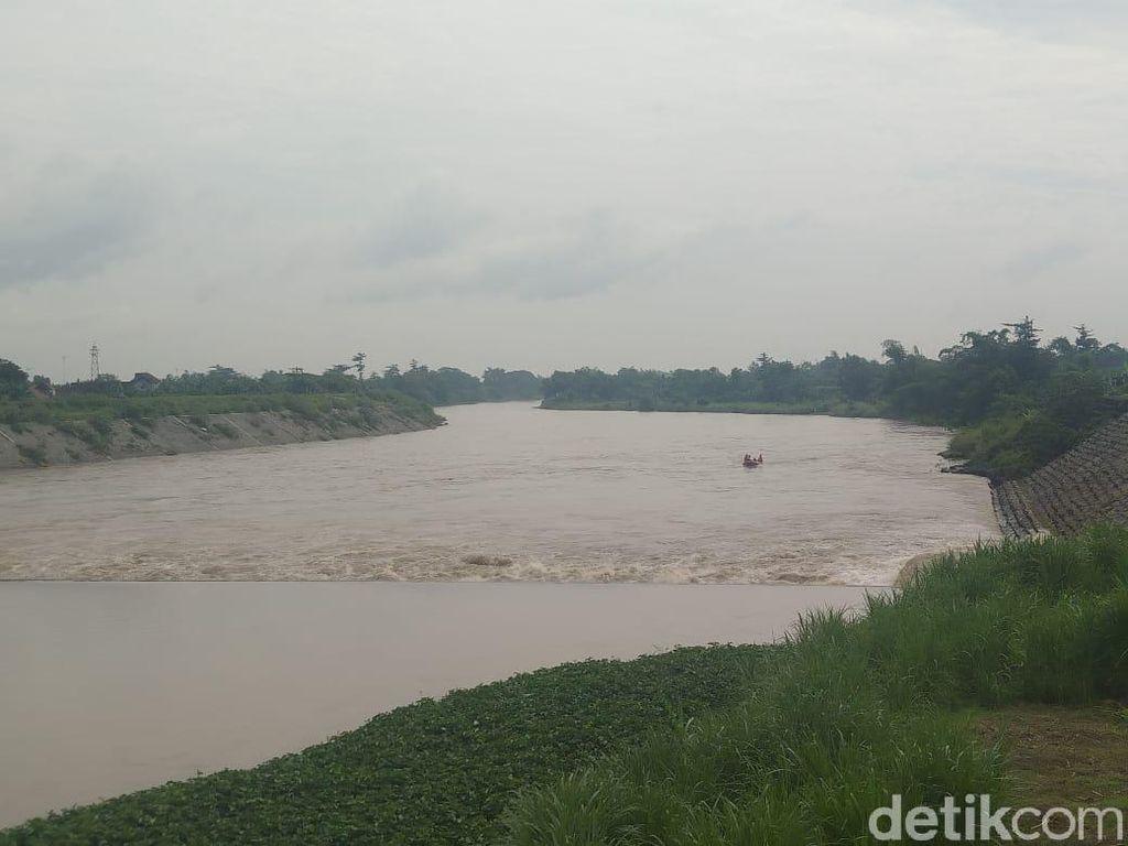 Perahu Terbalik di Sungai Brantas, Ini Identitas 4 Korban Hilang