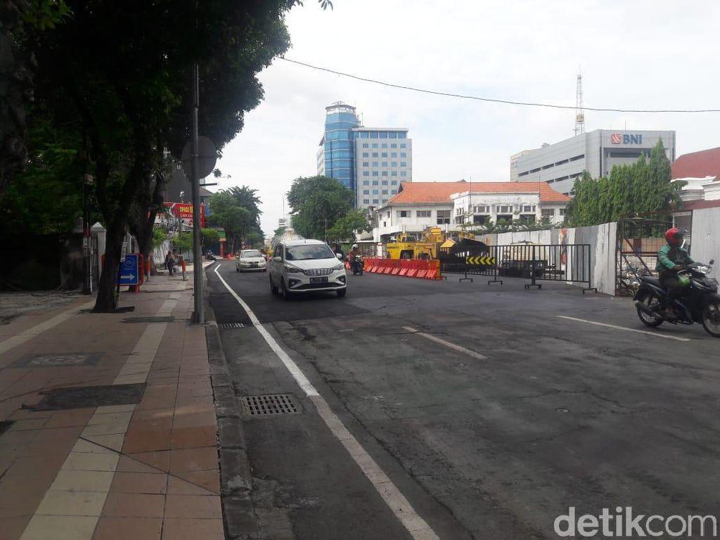 Dibuka Separuh, Lalu Lintas Jalan Yos Sudarso Surabaya Hidup Kembali