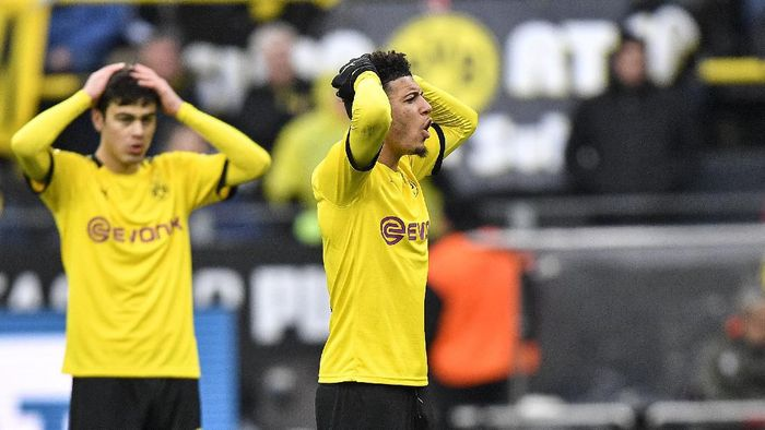 Dortmunds Jadon Sancho, right, reacts during the German Bundesliga soccer match between Borussia Dortmund and SC Freiburg in Dortmund, Germany, Saturday, Feb. 29, 2020. (AP Photo/Martin Meissner)