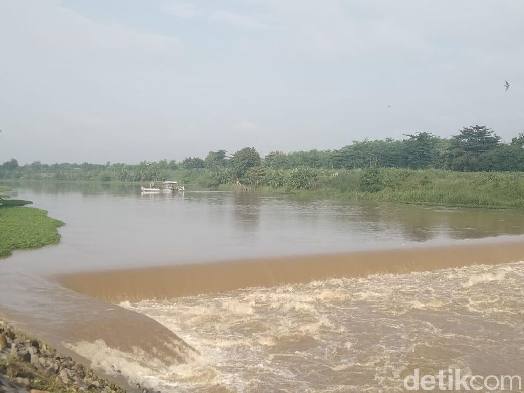 Tragedi Perahu Terbalik di Sungai Brantas hingga 4 Orang Hilang