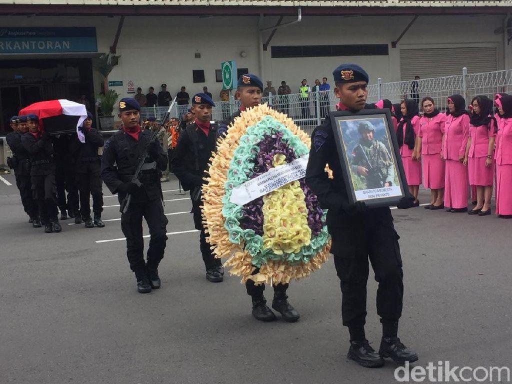 Jenazah Anggota Brimob yang Gugur di Papua Dibawa ke Trenggalek