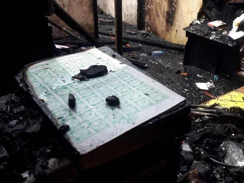 Penampakan Al-Quran yang Tetap Utuh Saat Asrama Korem Ludes Terbakar