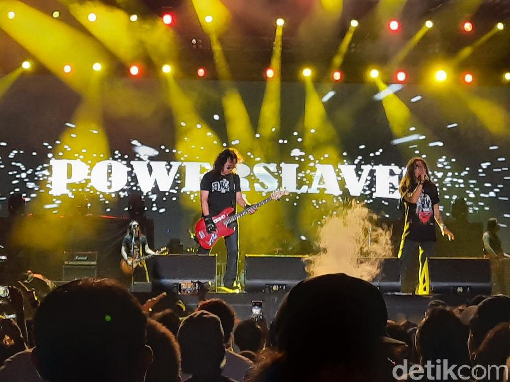 Malam Ini Power Slaves Ajak Nostalgia Rock 90-an