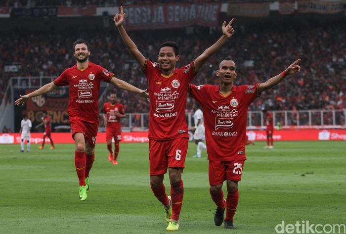 Persija Jakarta bertanding melawan Borneo FC di SUGBK Jakarta. Macan Kemayoran menerkam Borneo FC 3-2.