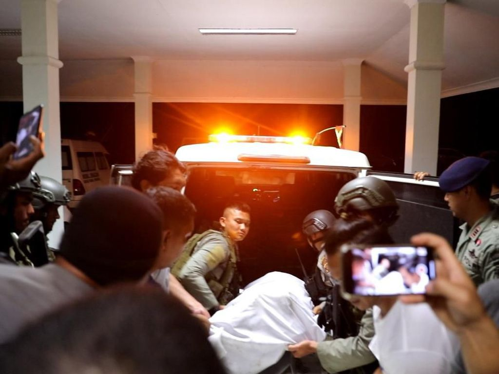 Jenazah Anggota Brimob yang Gugur di Papua Diterbangkan ke Jakarta