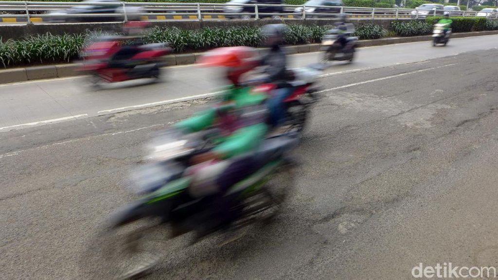 Hati-hati! Jalan di Kawasan MT Haryono Berlubang