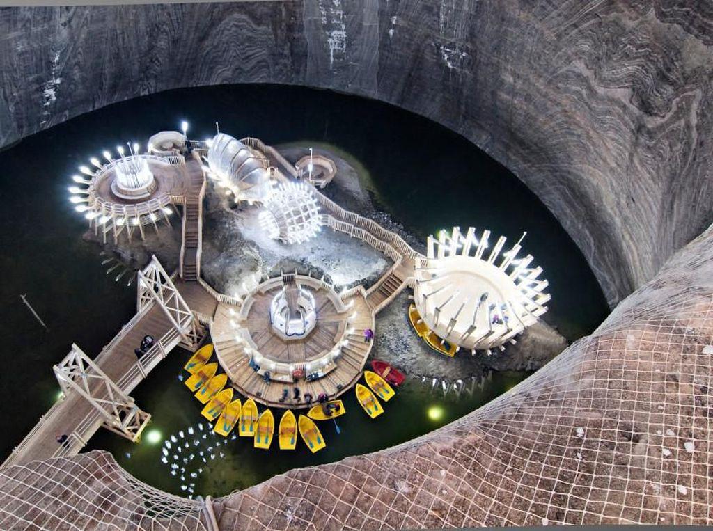 Taman Hiburan Rumania Punya Danau dan Bianglala Bawah Tanah