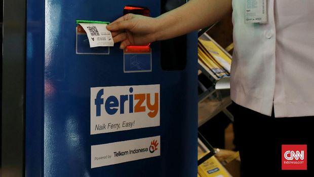 Mesin Loket Ferizy untuk pengguna jasa kapal feri dengan cara men-scan atau menunjukkan barcode tiket ke layar mesin yang telah disediakan oleh PT. ASDP. Jakarta. Senin (2/3/2020).CNN Indonesia/Andry Novelino