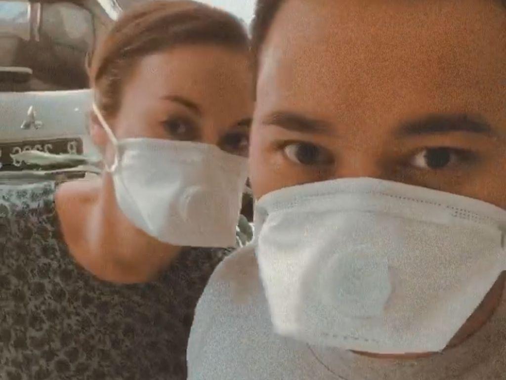 Bumil Rianti Cartwright Juga Antisipasi Virus Corona dengan Masker