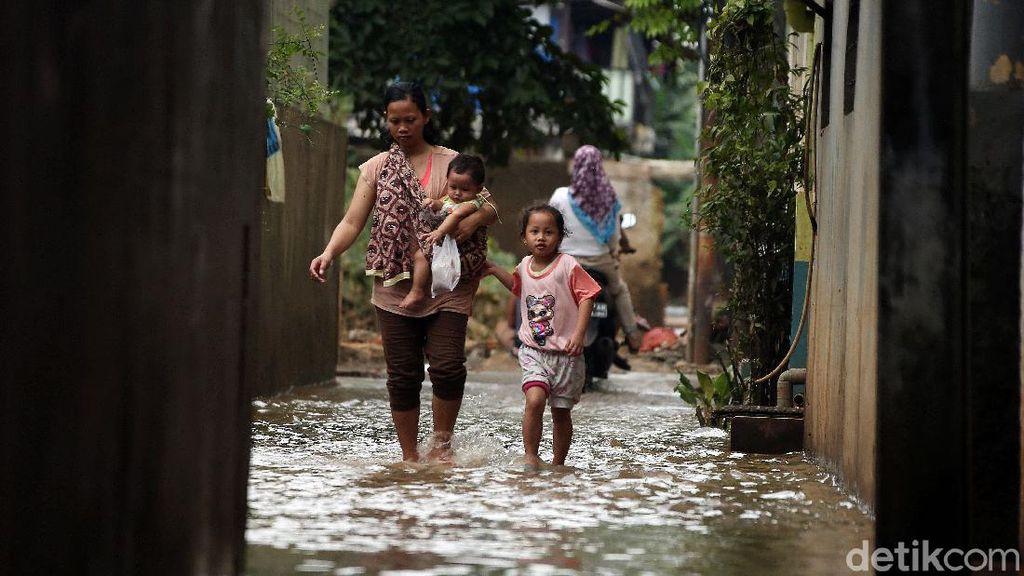 Penampakan Permukiman Cipinang Melayu yang Masih Tergenang Banjir