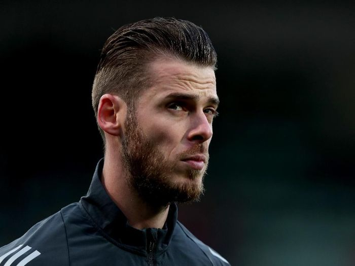 THE HAGUE, NETHERLANDS - OCTOBER 03: David De Gea of Manchester United looks on prior to the UEFA Europa League group L match between AZ Alkmaar and Manchester United at ADO Den Haag on October 03, 2019 in The Hague, Netherlands. (Photo by Naomi Baker/Getty Images)