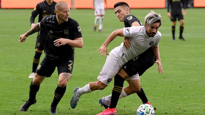 LOS ANGELES, CALIFORNIA - MARCH 01:  Rodolfo Pizarro #10 of Inter Miami CF is taken down by Eduard Atuesta #20 of Los Angeles FC as Jordan Harvey #2 looks on during the second half in a 1-0 Los Angeles FC win at Banc of California Stadium on March 01, 2020 in Los Angeles, California. (Photo by Harry How/Getty Images)
