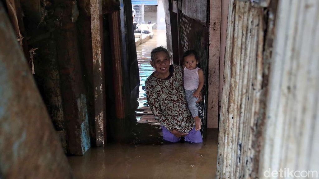 Potret Warga Kebon Pala yang Bersahabat dengan Banjir