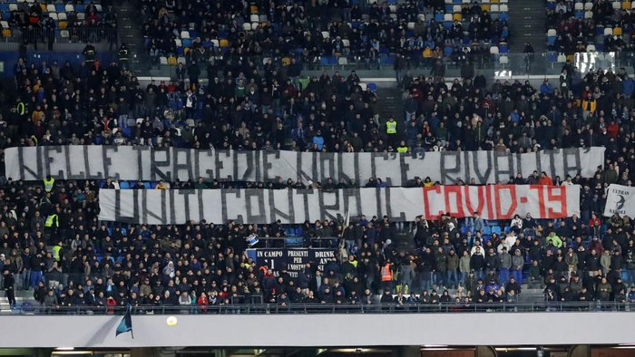 NAPLES, ITALY - FEBRUARY 29: SSC Napoli supporters display a banner demonstrating solidarity to northern Italy about the corona virus during the Serie A match between SSC Napoli and  Torino FC at Stadio San Paolo on February 29, 2020 in Naples, Italy. (Photo by Francesco Pecoraro/Getty Images)