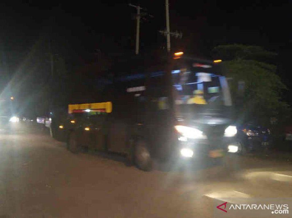 Dikawal Ketat, 69 WNI ABK Diamond Princess Tiba di Pelabuhan Indramayu