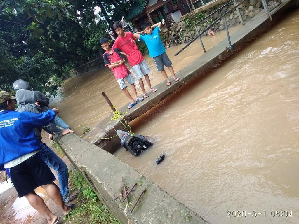 Polisi Cek Video Viral Penemuan Motor Terikat di Pinggir Kali di Bekasi