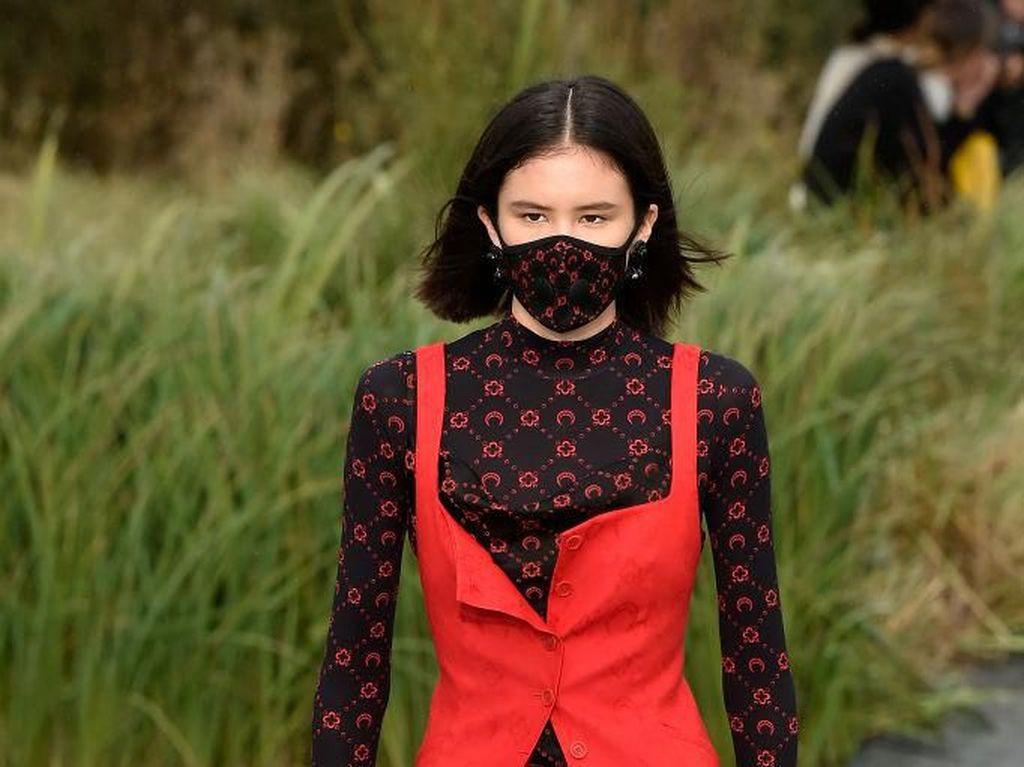 Virus Corona Mendunia, Desainer Tampilkan Masker Unik di Paris Fashion Week